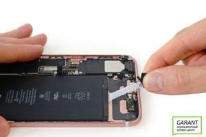 Подготавливаем аккумулятор iPhone 7 к демонтажу